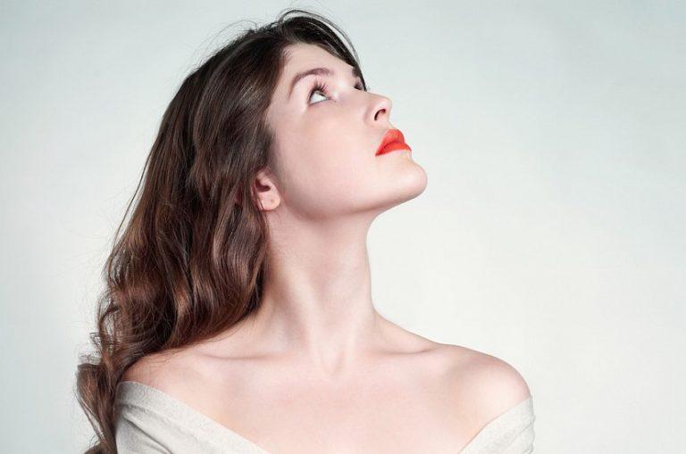 Как визуально удлинить короткую шею