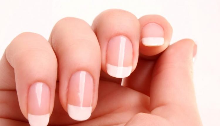 Как быстро укрепить слоящиеся ногти?